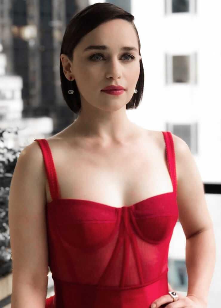 Emilia Clarke sexy boobs