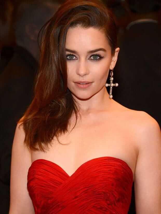 Emilia Clarke sexy busty pics