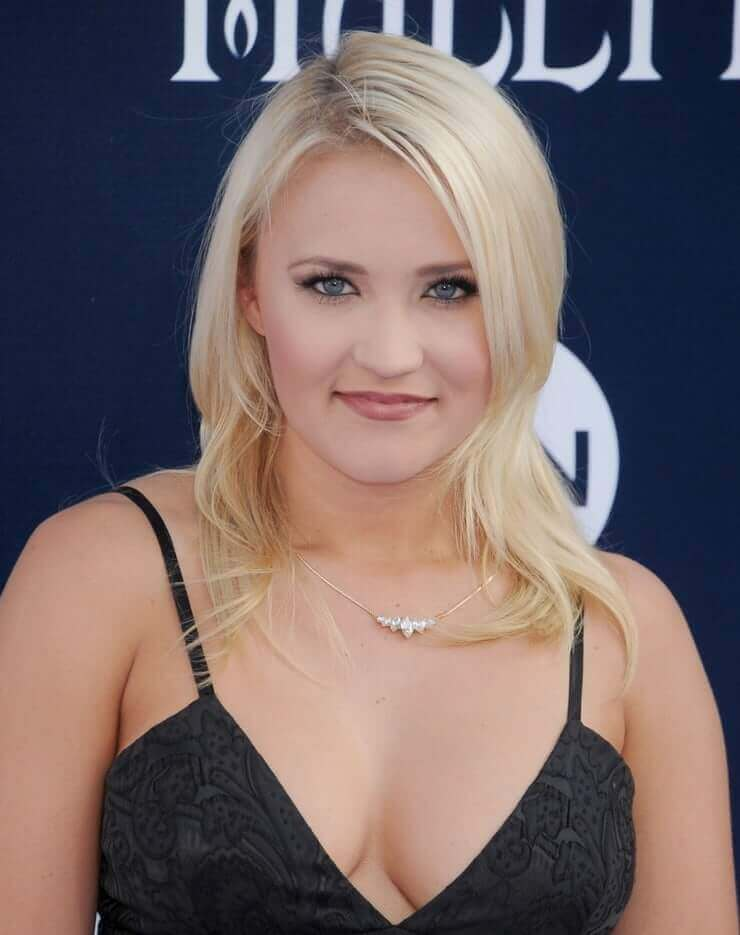 Emily Osment sexy cleavage pic