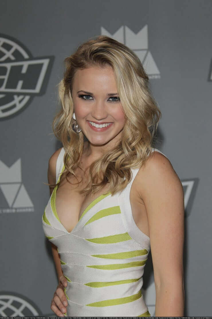 Emily Osment side boobs