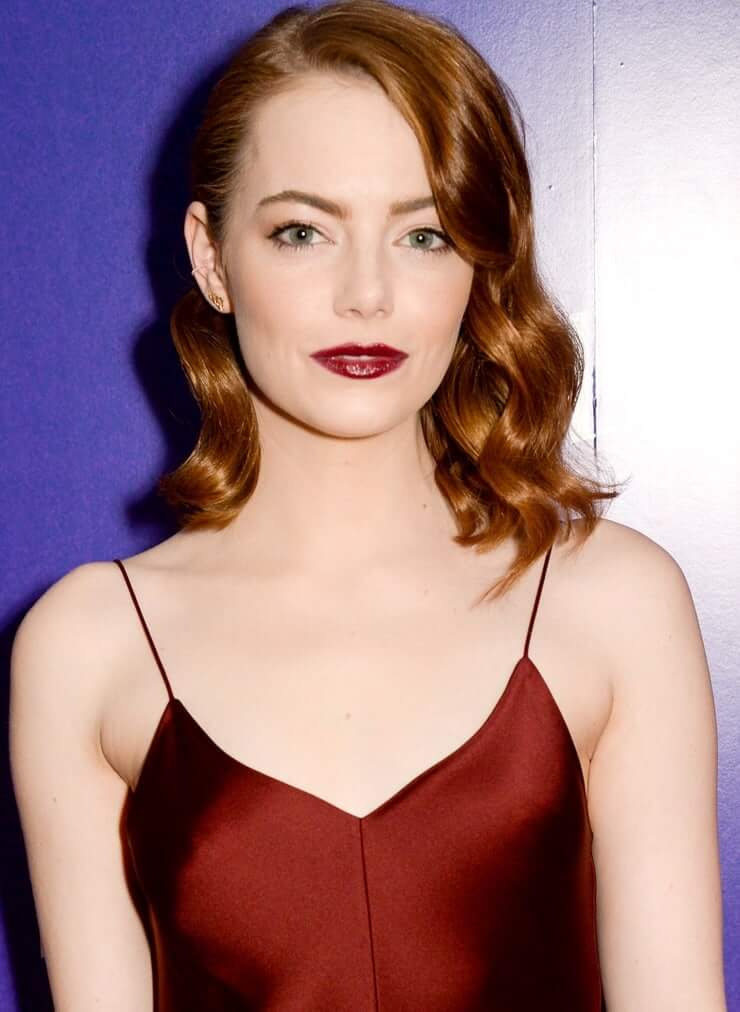 Emma Stone hot cleavage pics