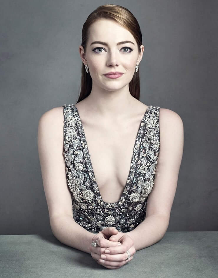 Emma Stone sexy cleavage pics