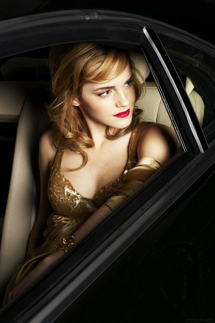 Emma Watson sexy busty (2)