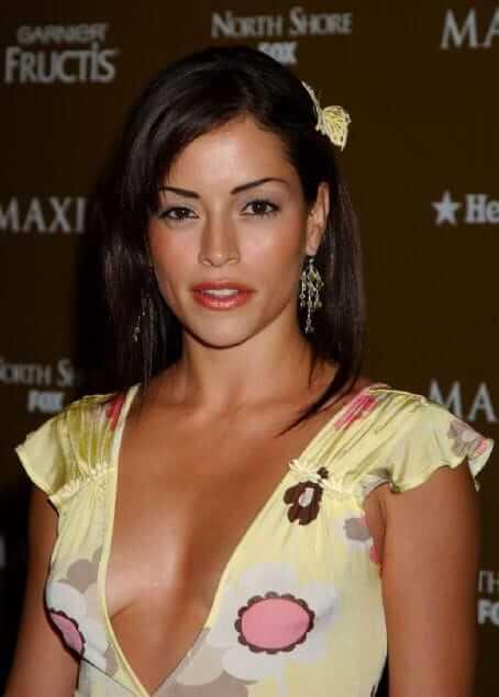 Emmanuelle Vaugier side boobs