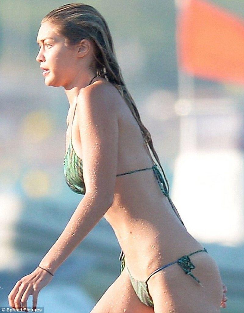 Gigi Hadid hot butt (2)