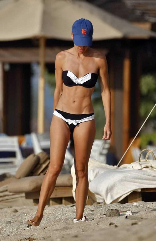 Hilary Swank bikini pics