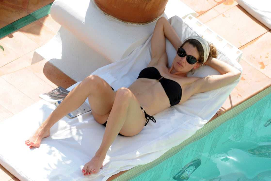 Hilary Swank black bikini