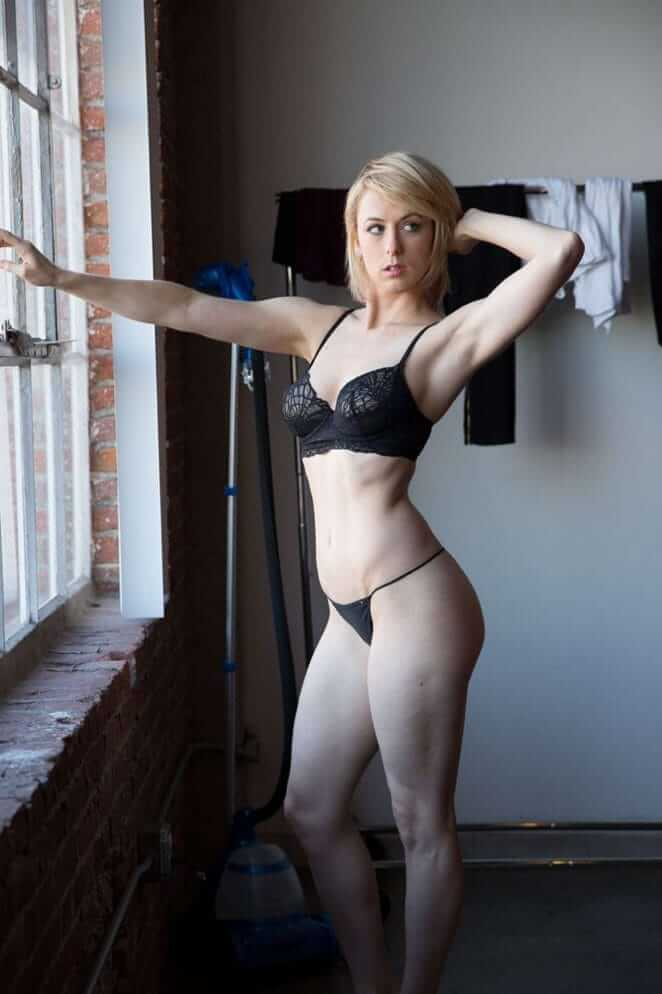 Iliza Shlesinger sexy pictures