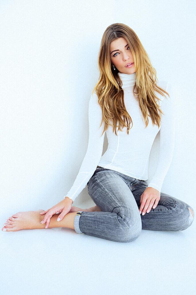 Ivana-Milicevic-sexy-leg