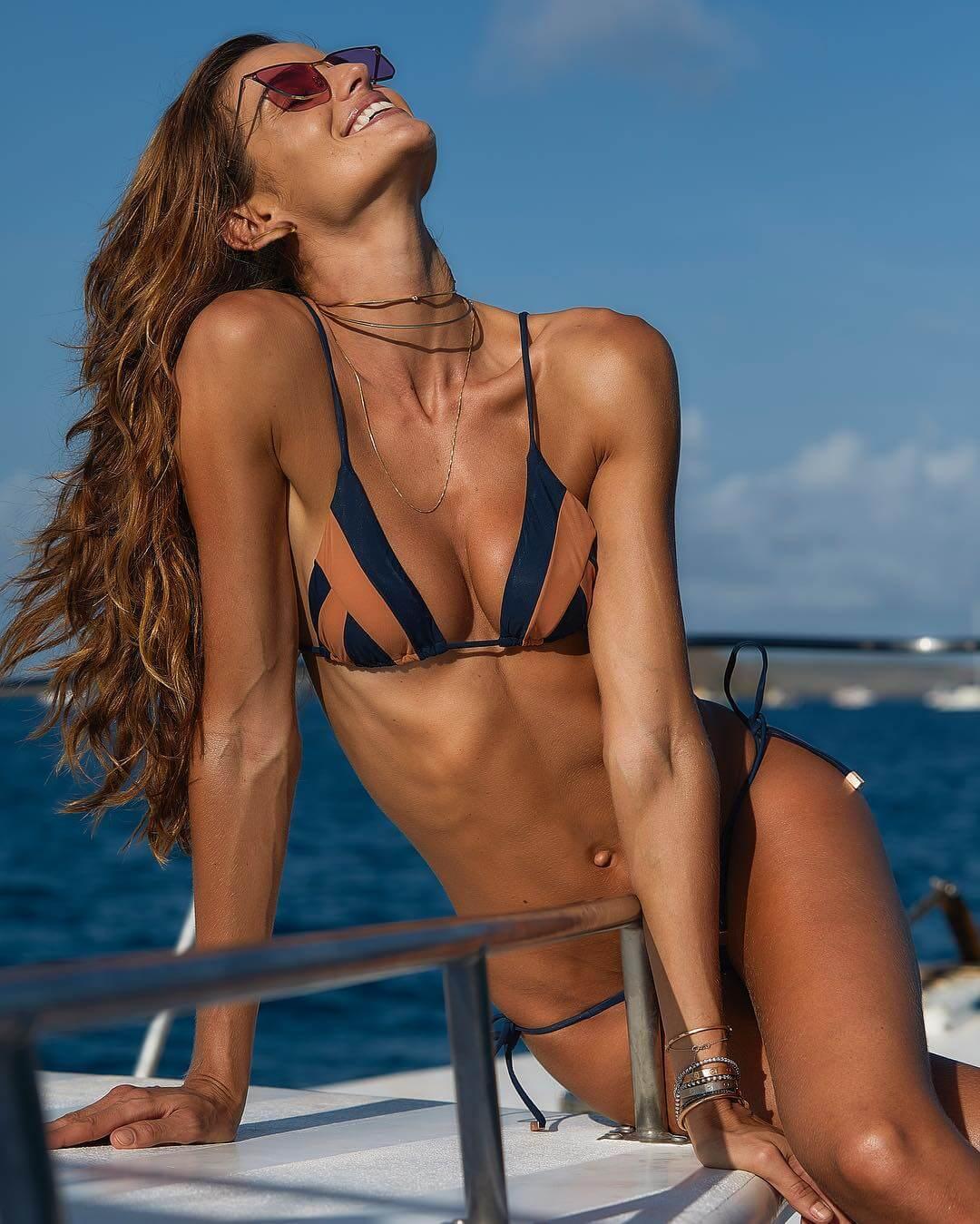 Izabel Goulart sexy look
