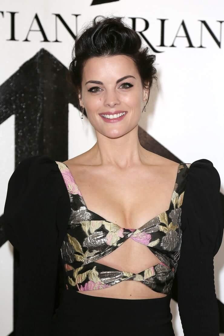 Jamie Alexander cleavage pics
