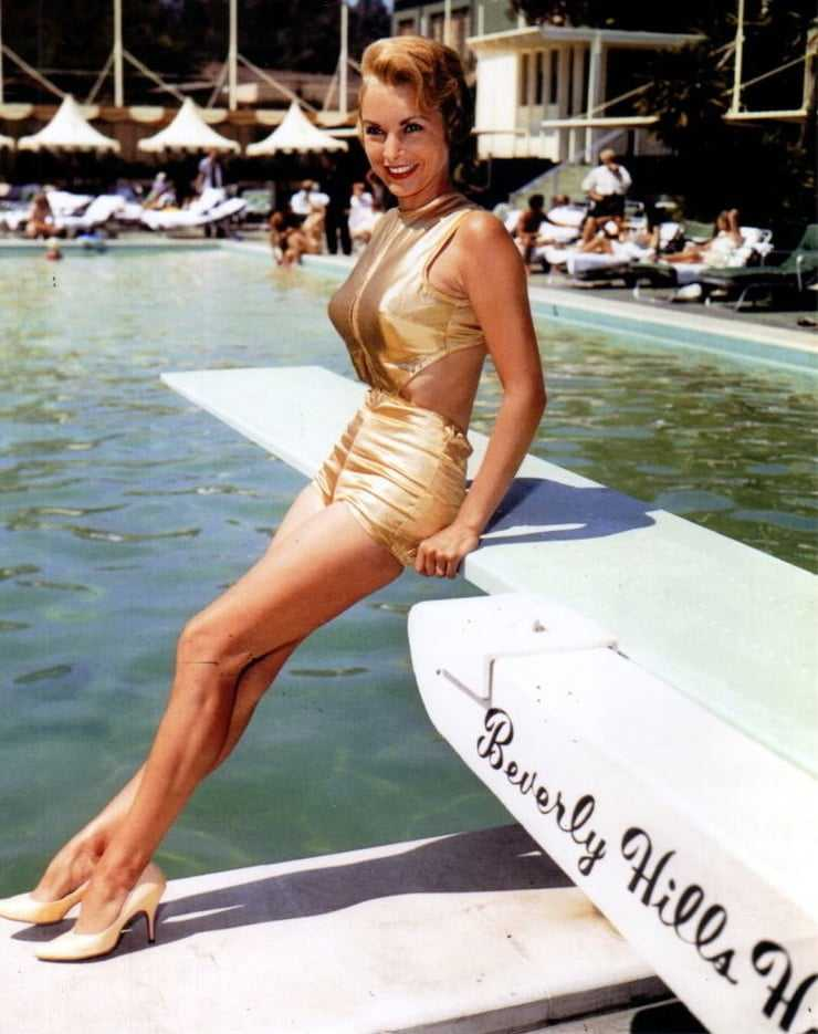 Janet Leigh legs sexy pics
