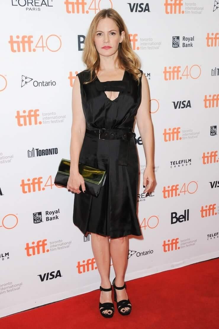 Jennifer Jason Leigh (46)