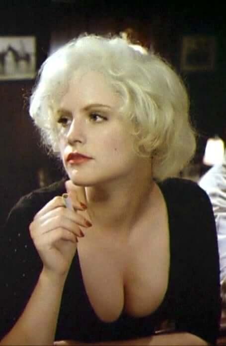 Jennifer Jason Leigh hot cleavage