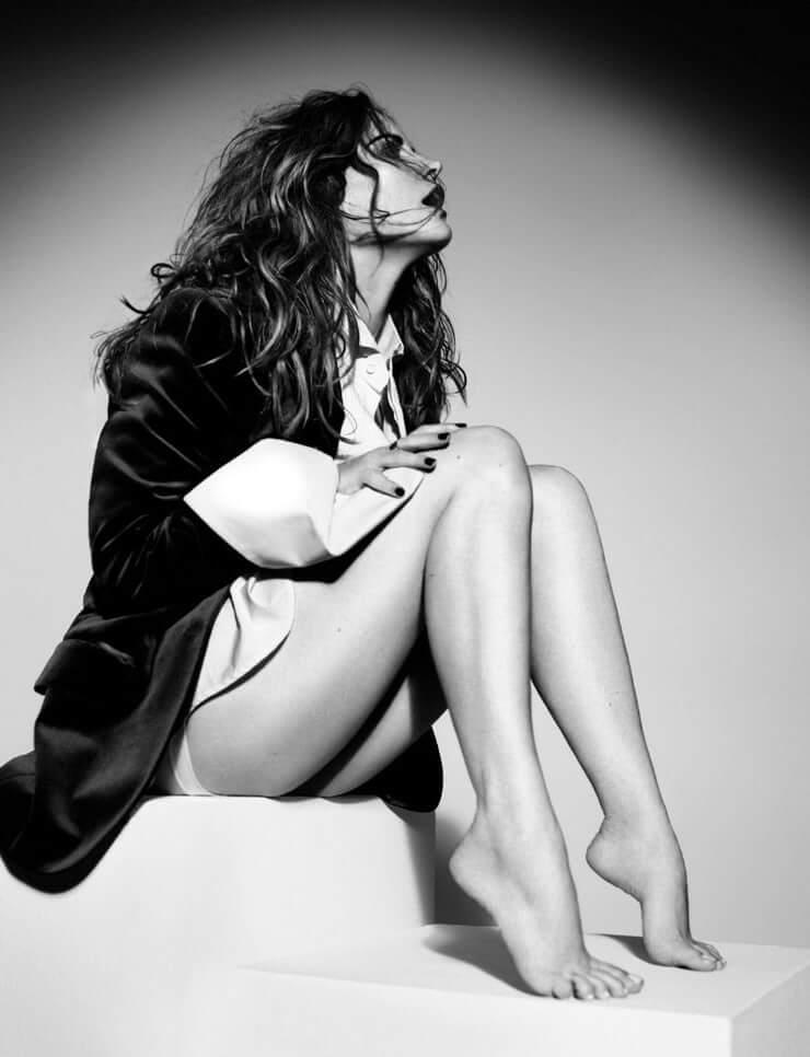 Jennifer Jason Leigh sexy feet
