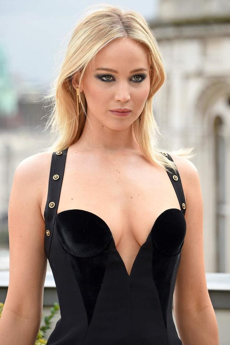 Jennifer Lawrence hot boobs