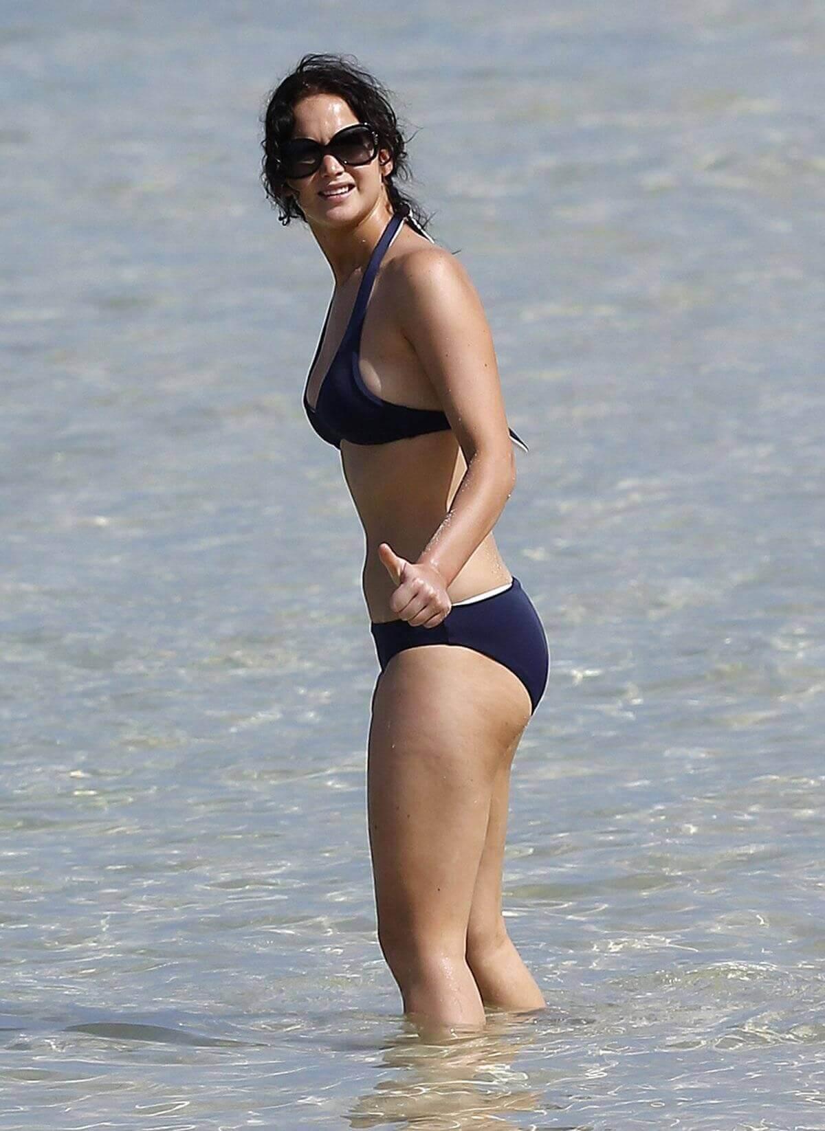 Jennifer Lawrence hot butt pics