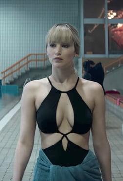 Jennifer Lawrence hot cleavage pics