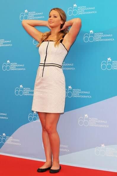 Jennifer Lawrence hot leg