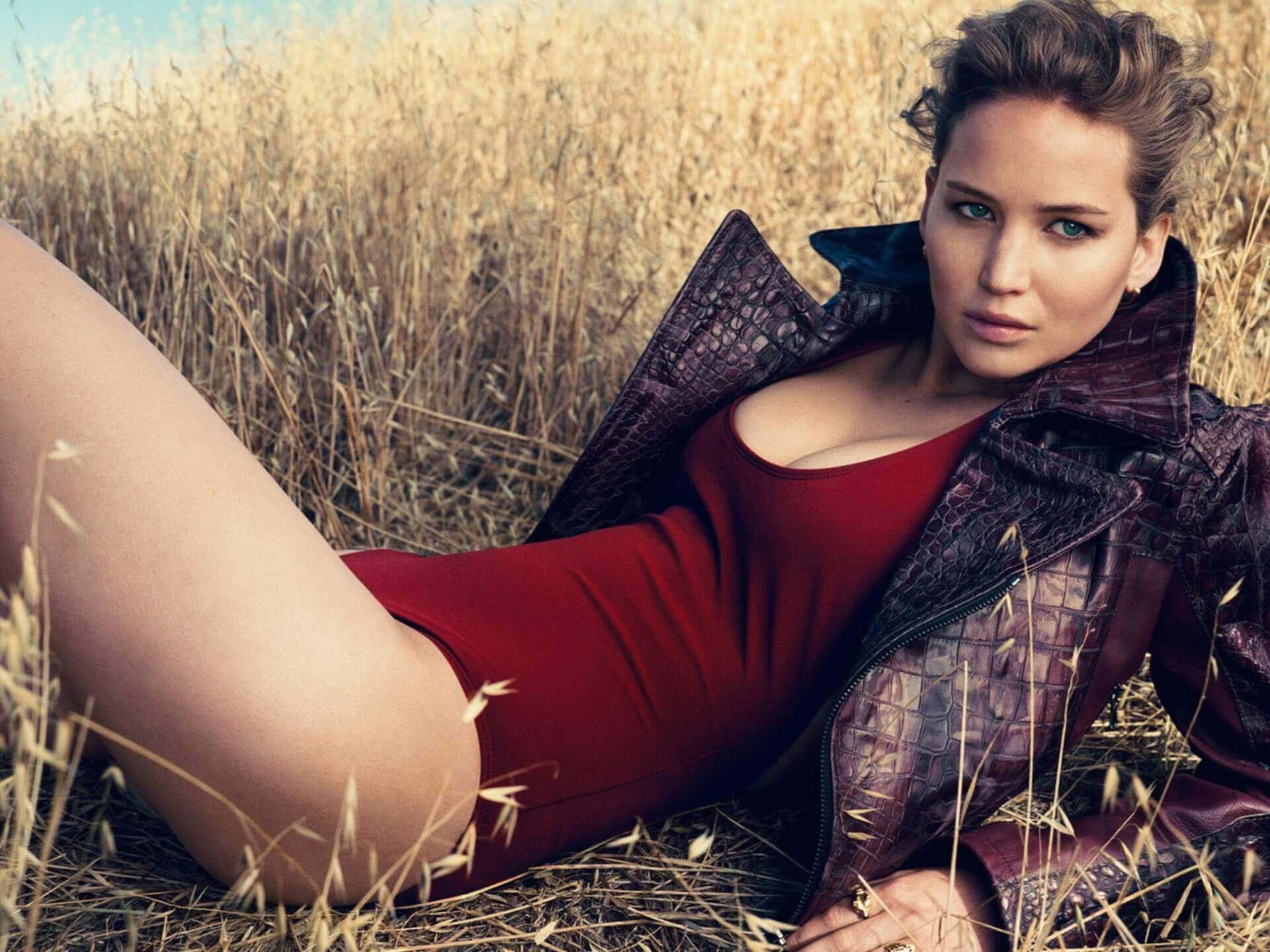 Jennifer Lawrence hot legs