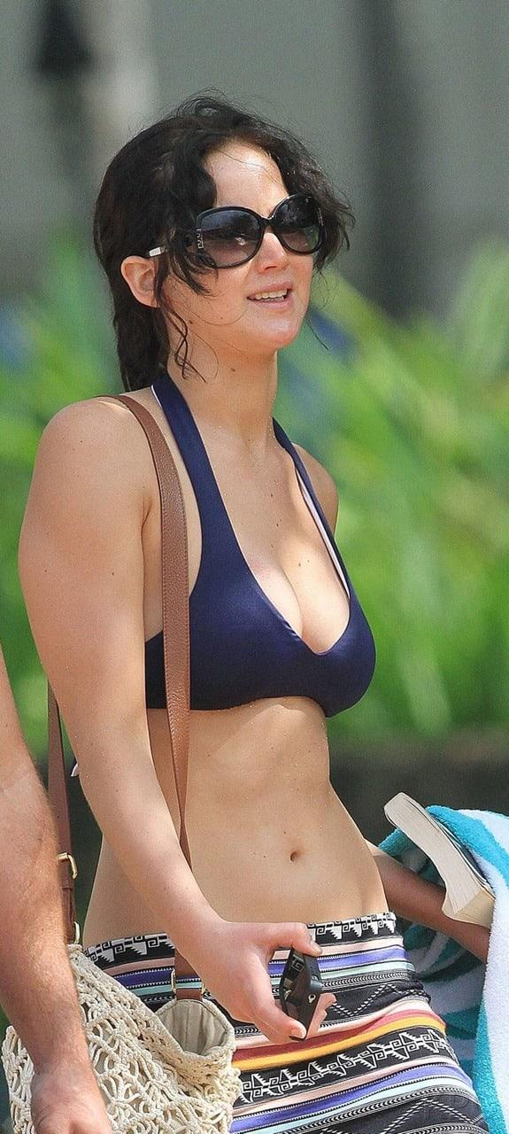Jennifer Lawrence sexy bikini pics