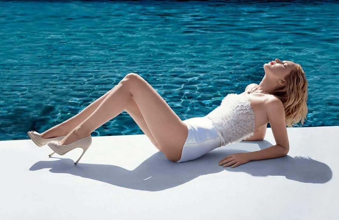 Jennifer Lawrence sexy leg