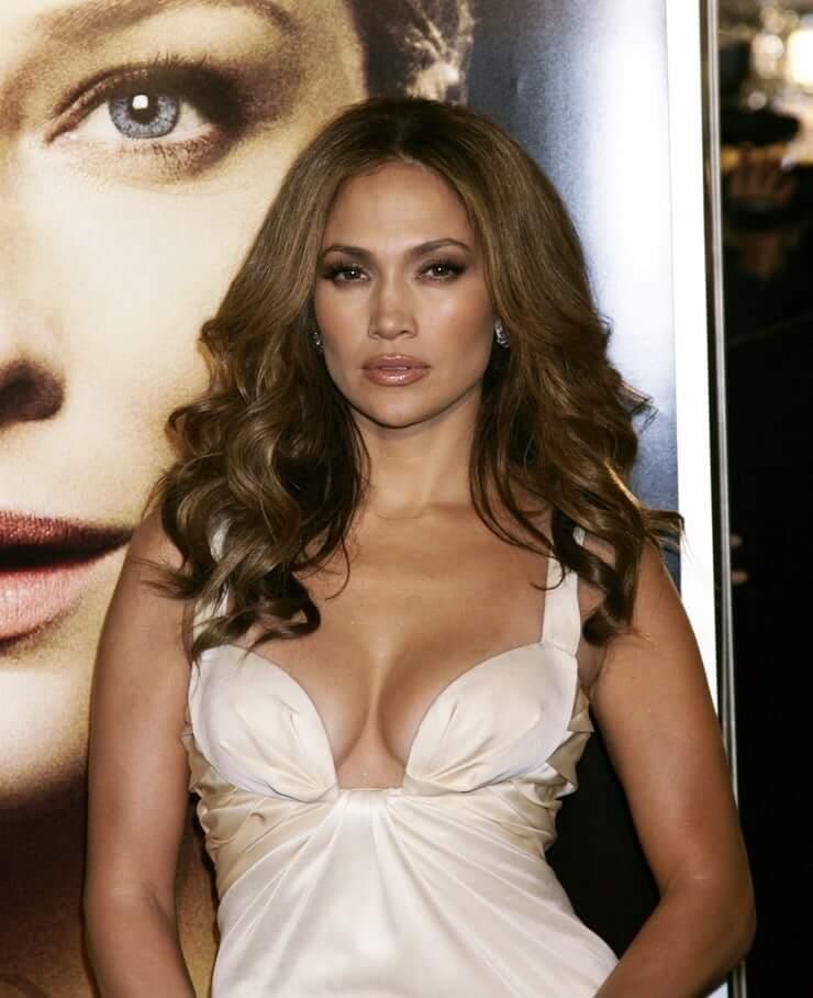 Jennifer Lopez sexy boobs picture