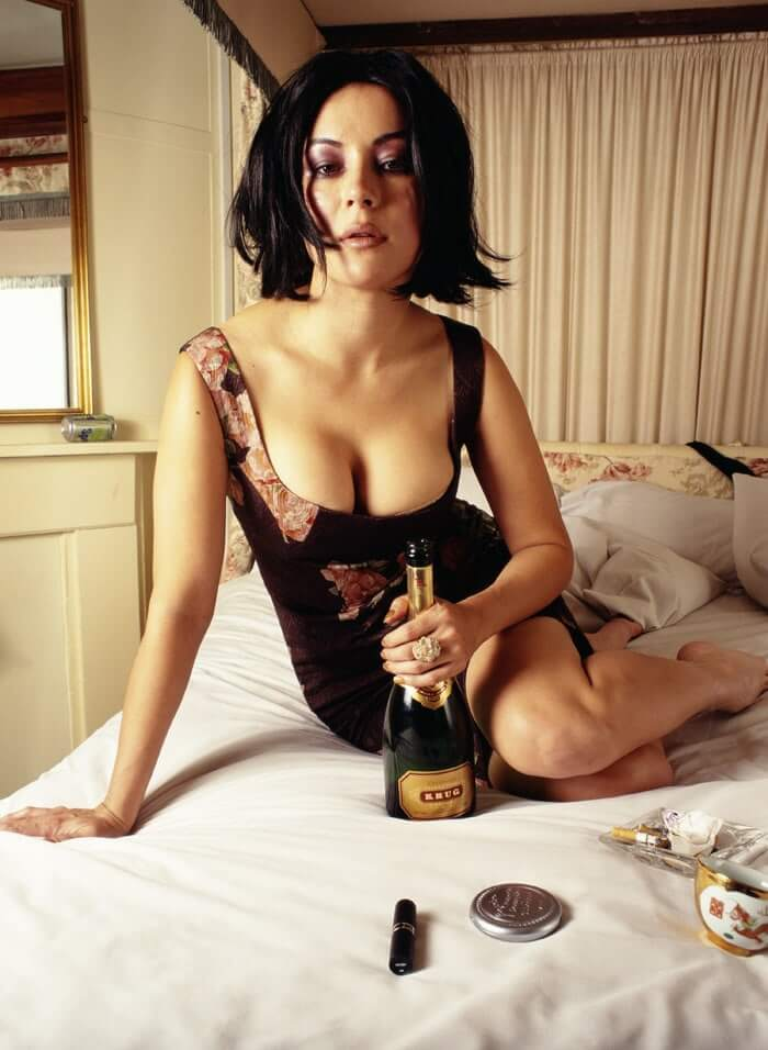 Jennifer Tilly hot cleavage pictures