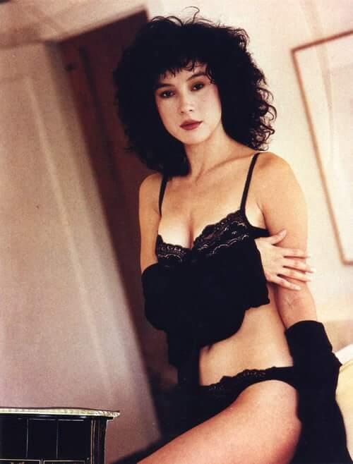 Jennifer Tilly sexy (2)