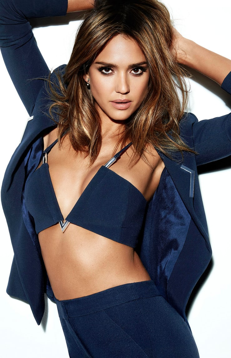 Jessica Alba hot cleavage pic