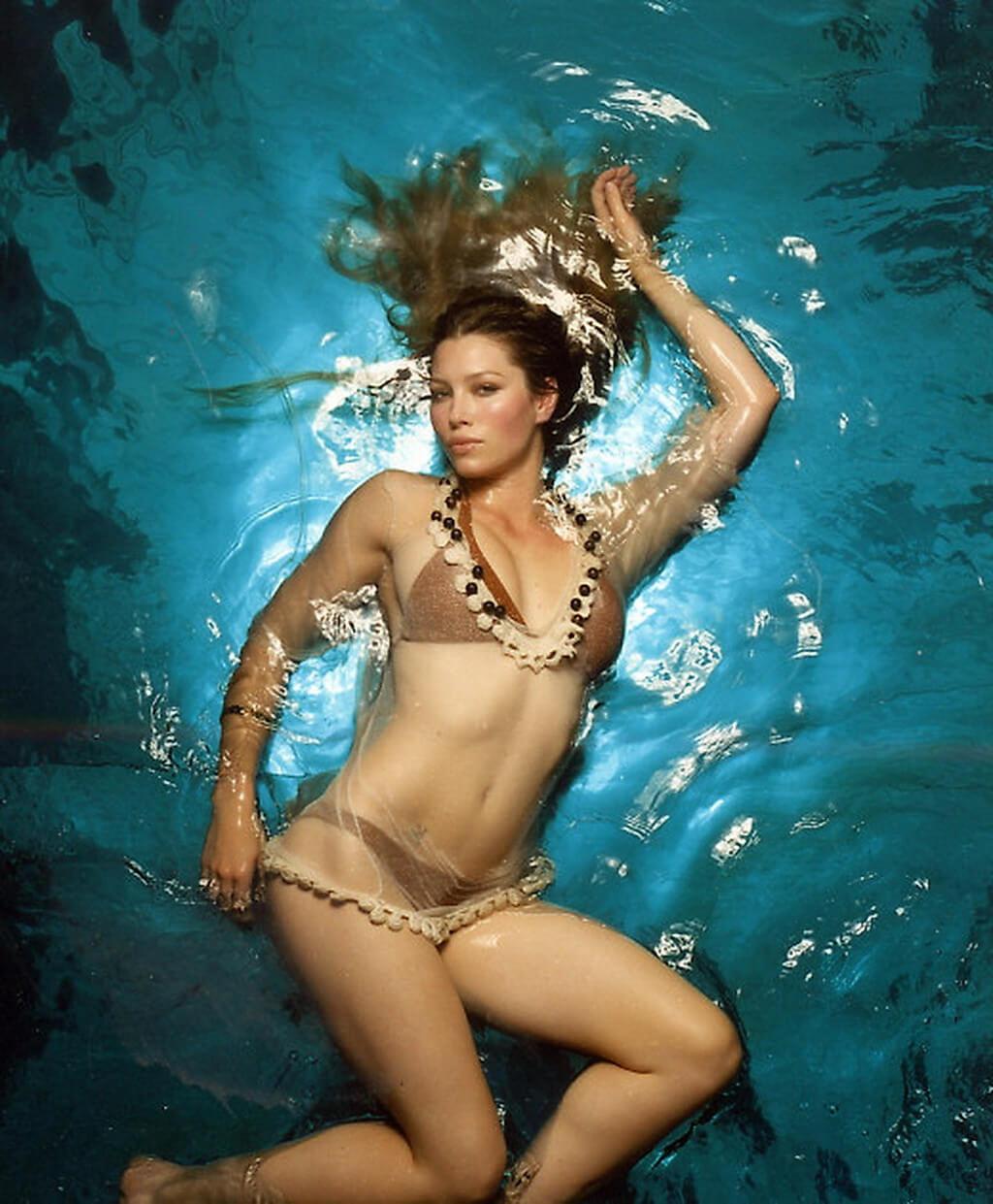 Jessica Biel sexy bikini pic