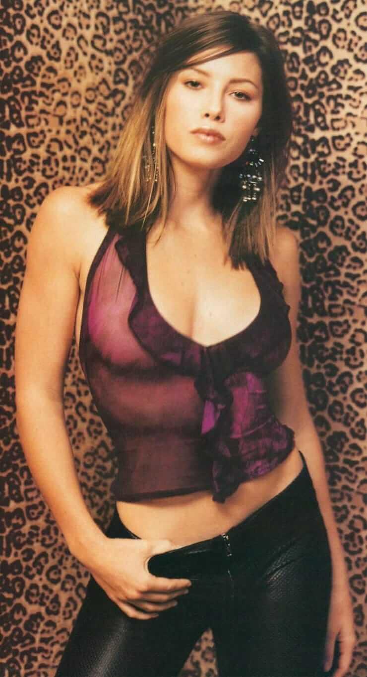 Jessica Biel sexy busty pics (2)