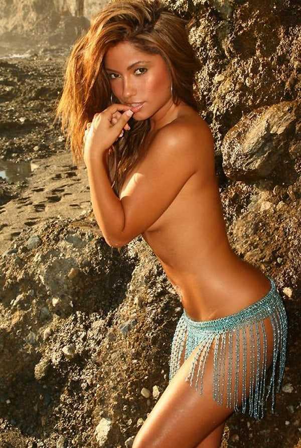 Jessica Burciaga side boobs (2)