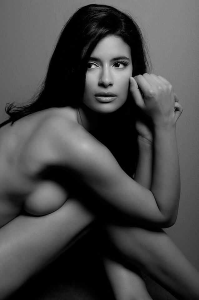 Jessica Clark sexy side boobs pictures