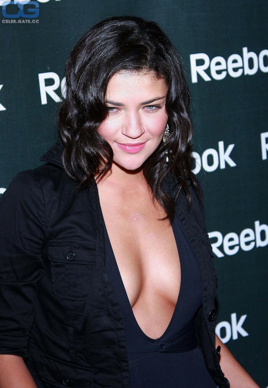 Jessica Szohr cleavage pictures