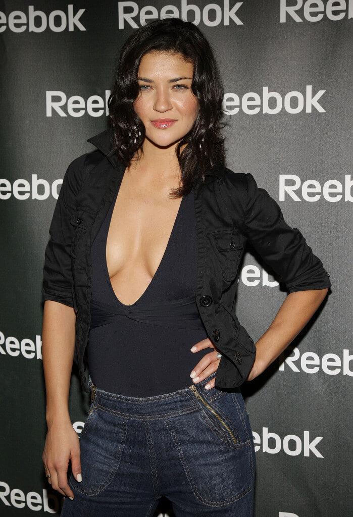 Jessica Szohr hot cleavage