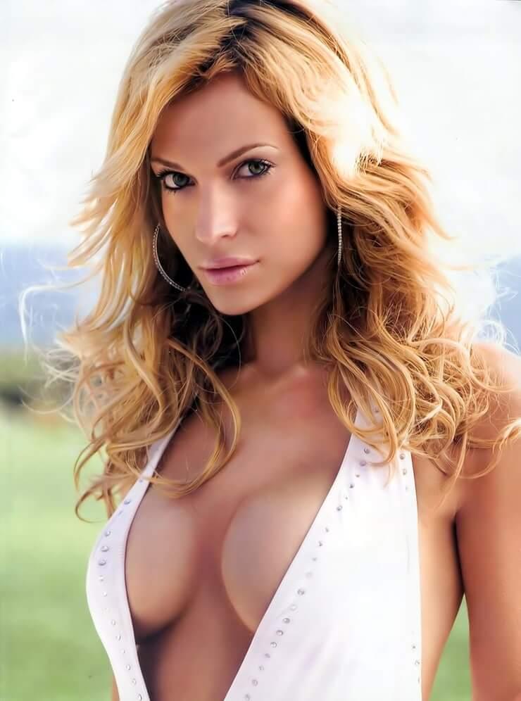 Jolene Blalock sexy cleavagte
