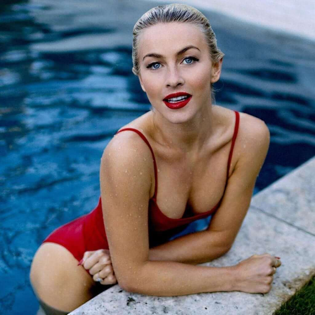 Julianne Hough hot cleavage pics