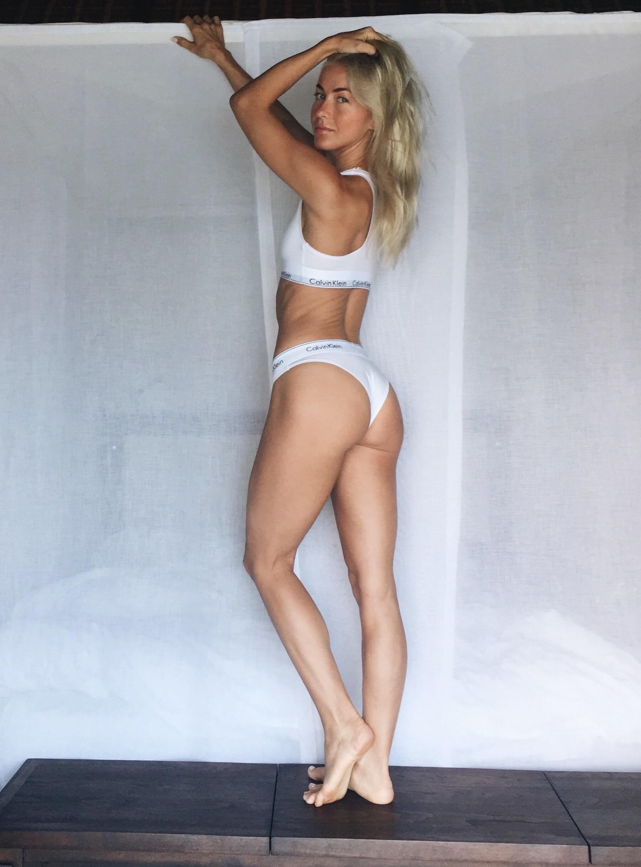 Julianne Hough sexy bikini pics (2)
