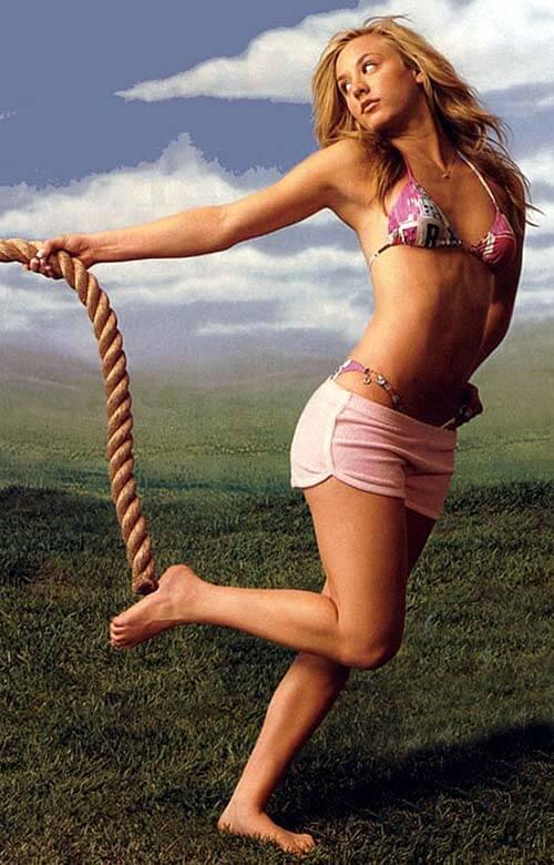 Kaley Cuoco hot bikini pics