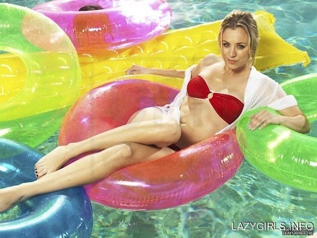 Kaley Cuoco sexy bikini picture (2)