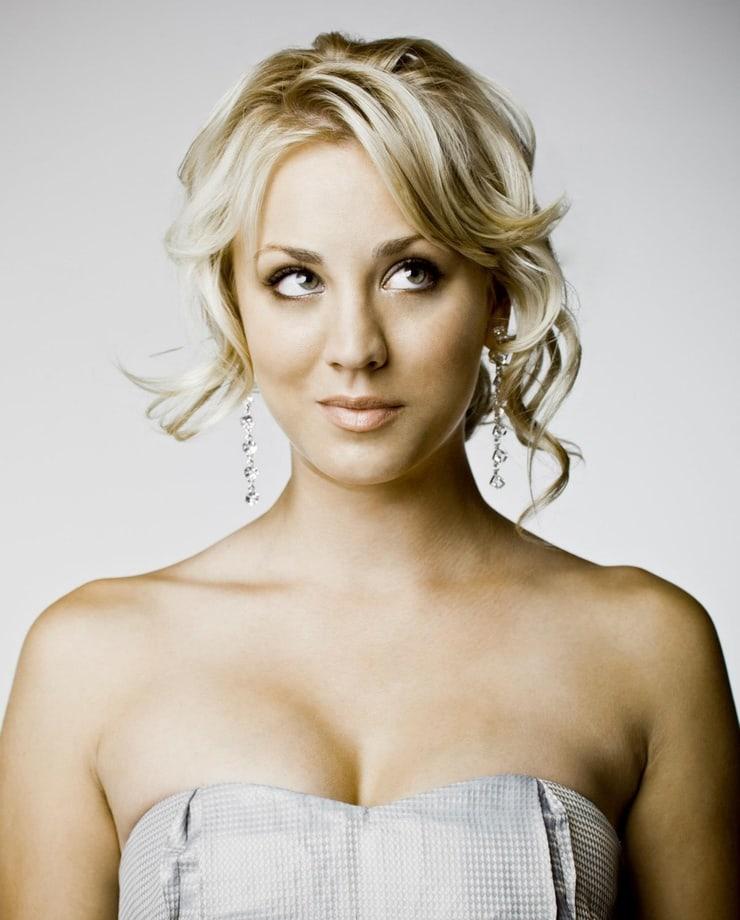 Kaley Cuoco sexy boobs
