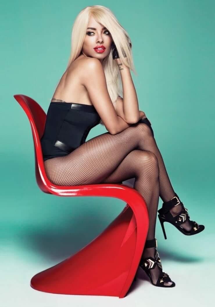 Kat Graham sexy thighs