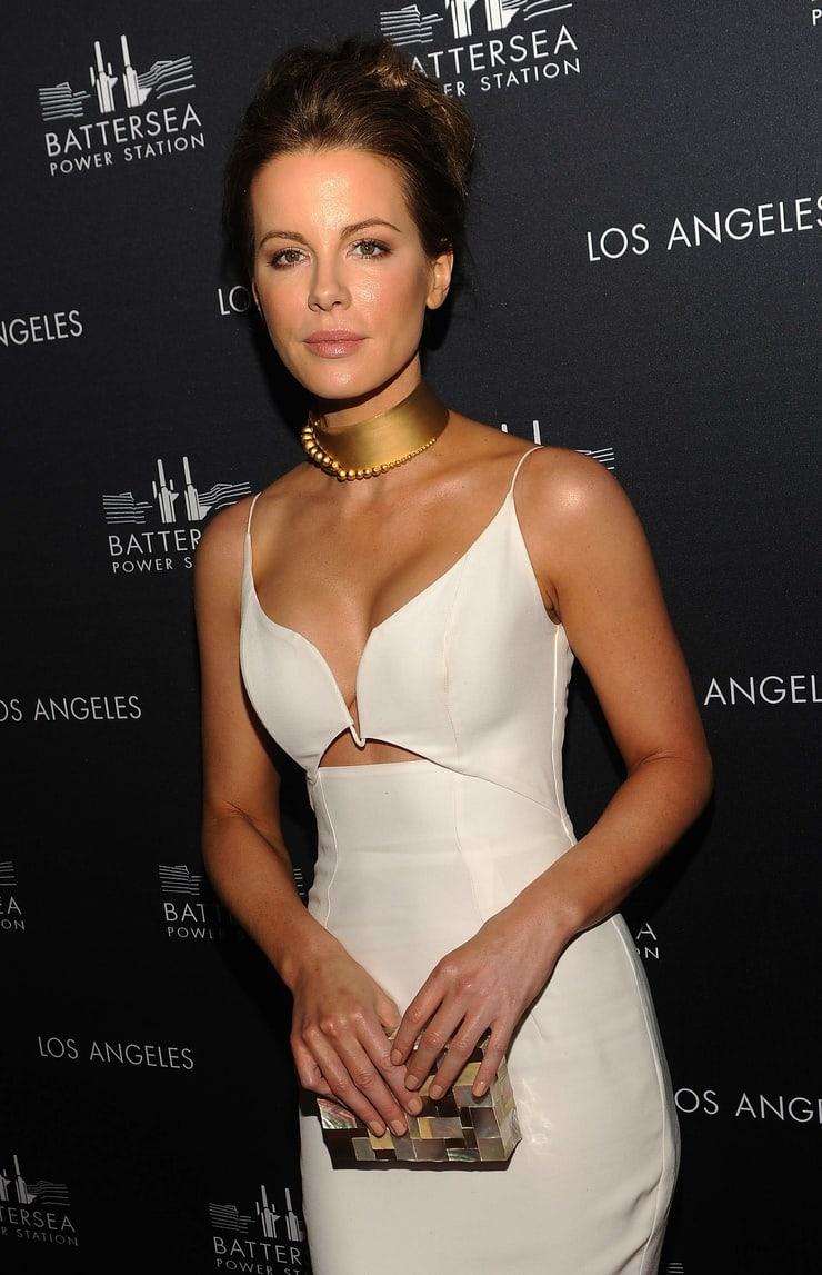 Kate Beckinsale hot boobs
