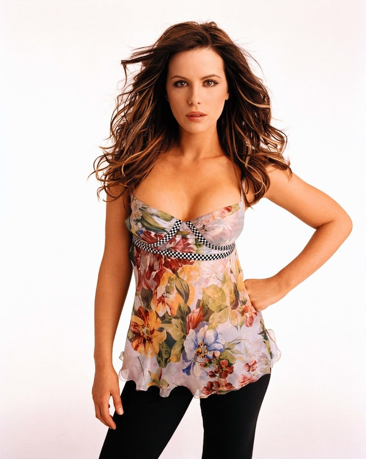 Kate Beckinsale sexy boobs