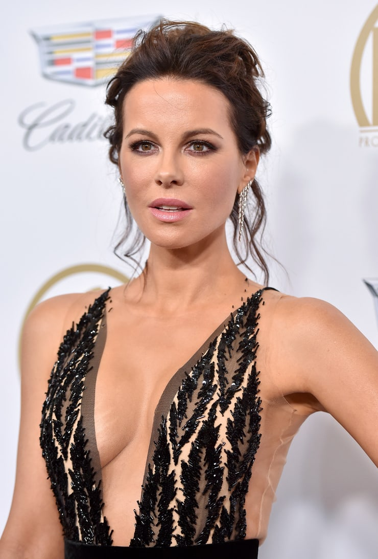 Kate Beckinsale sexy cleavage pictures