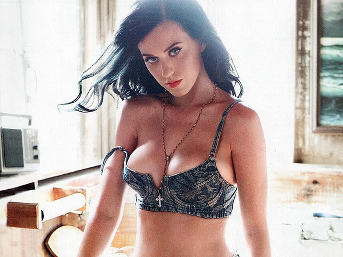 Katy Perry sexy boobs (2)