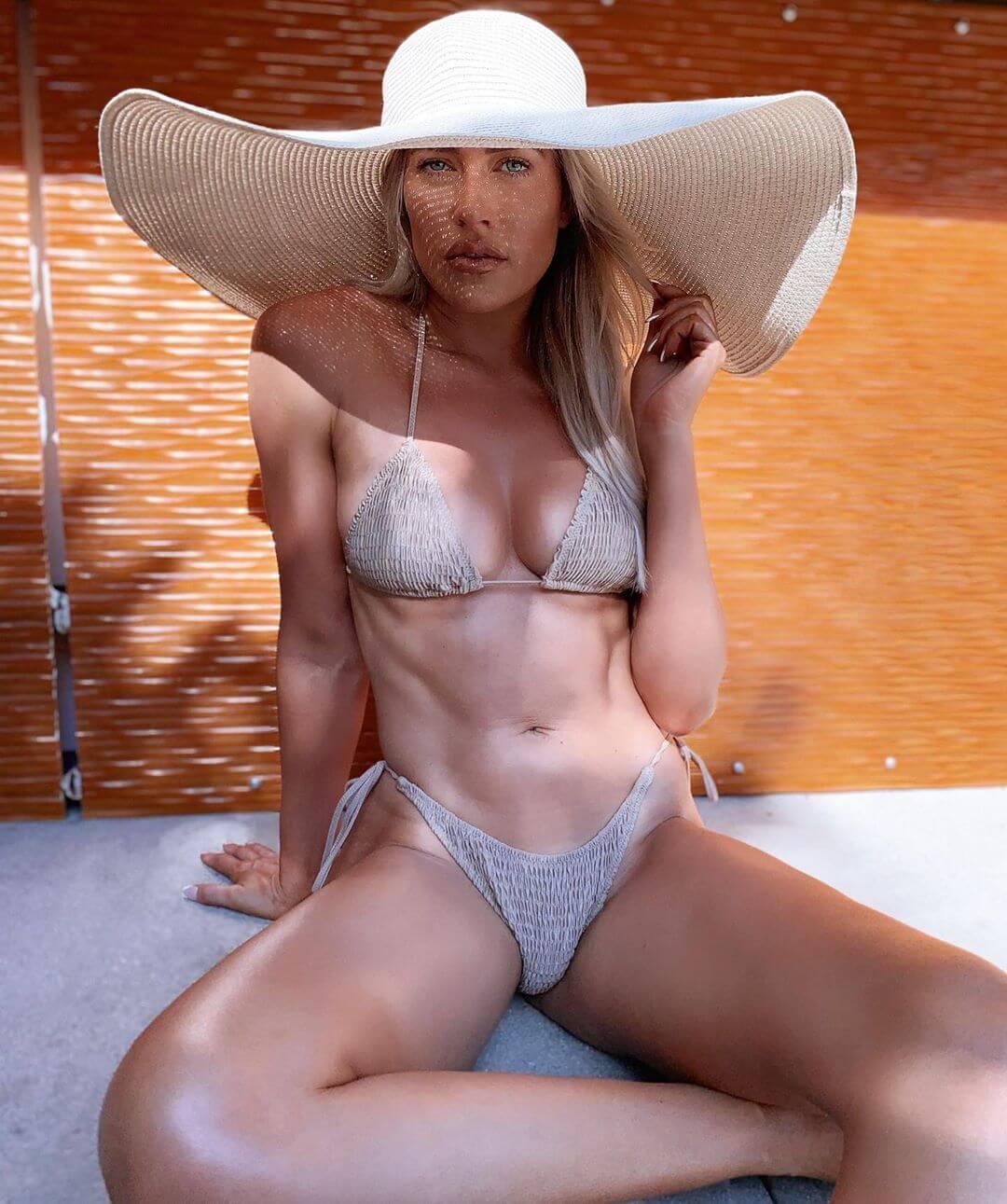Kelly Kelly bikini