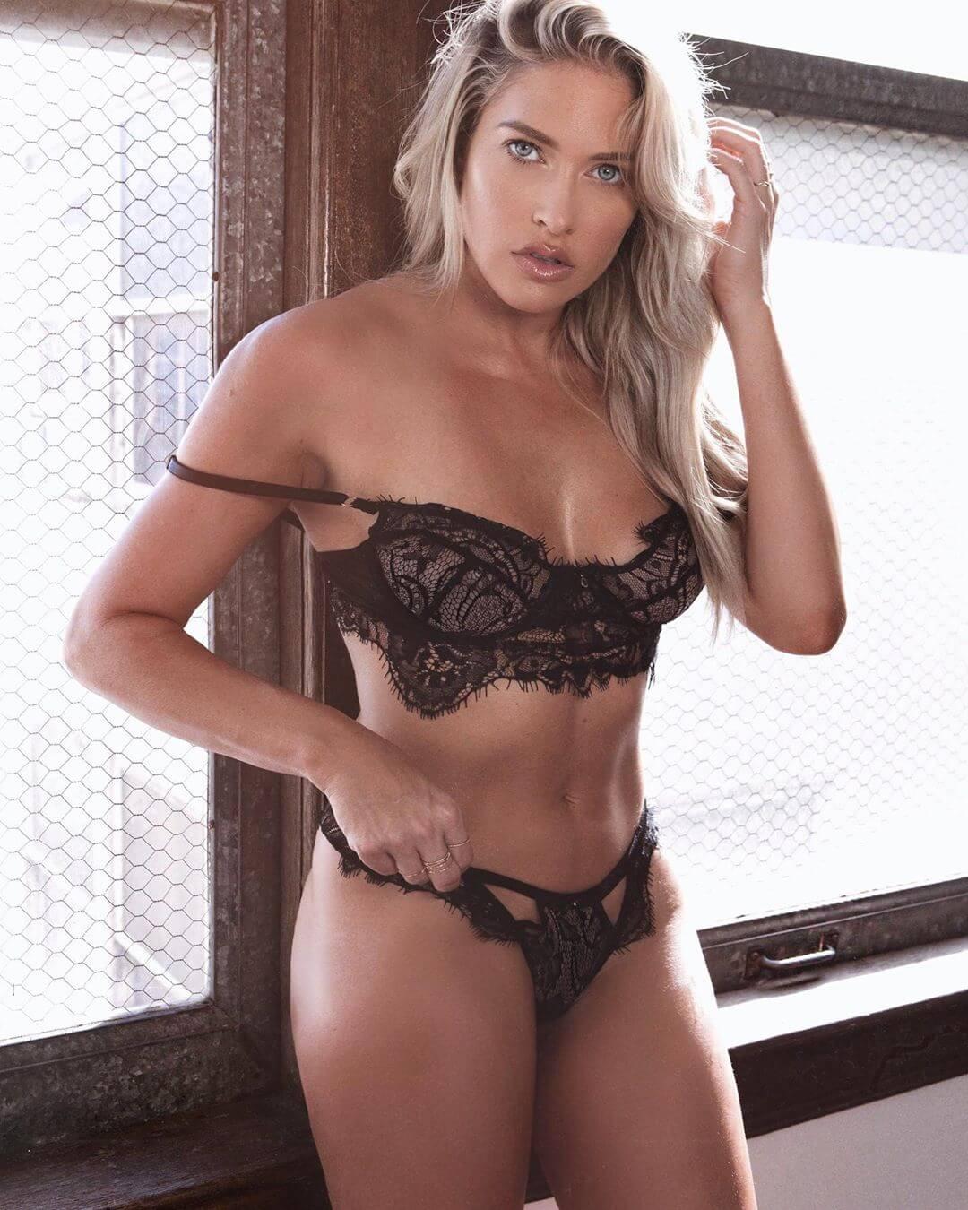 Kelly Kelly black bikini