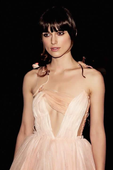 Kiera Knightley sexy cleavage pics